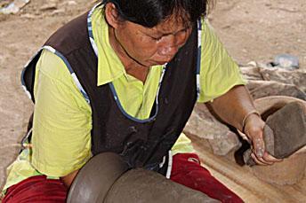 woman making Ban Chiang pottery
