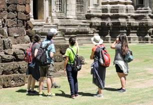 tour group at Phimai Khmer ruin